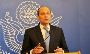 Adam Namm, US Ambassador to Ecuador at a press conference.