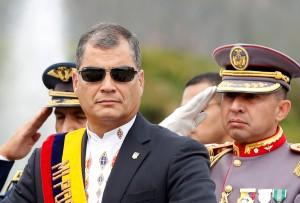 CORREA_CON_MILITARES_ECUADORTIMES.NET