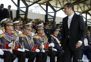 RAFAEL_CORREA_Y_LOS_MILITARES_ECUADORTIMES.NET