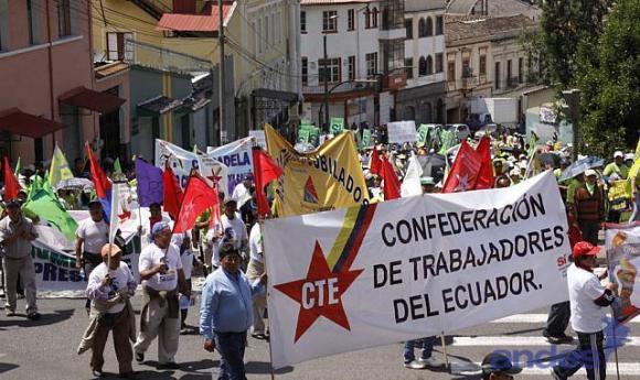 MARCHA PRIMERO DE MAYO-ECUADORTIMES-ECUADORNEWS