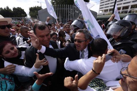 augusto_con_maetsros-ECUADORTIMES