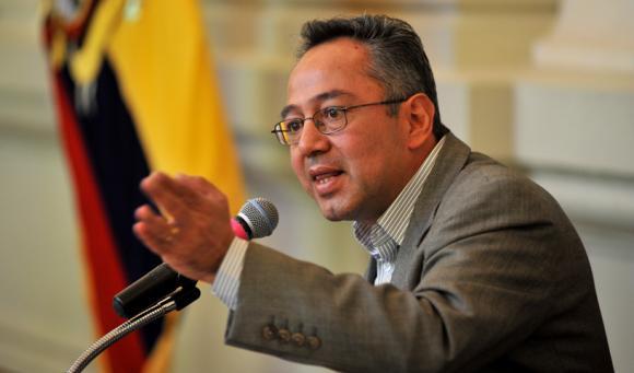 ministro_agustoEspinossa_ecuadortimes
