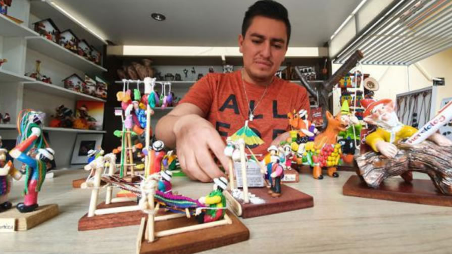Craft making unites a family from Chordeleg, in Azuay