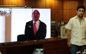 Alvaro Noboa addresses to Rafael Correa