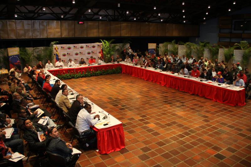 Venezuelan government meet with Capriles and 21 other mayors.