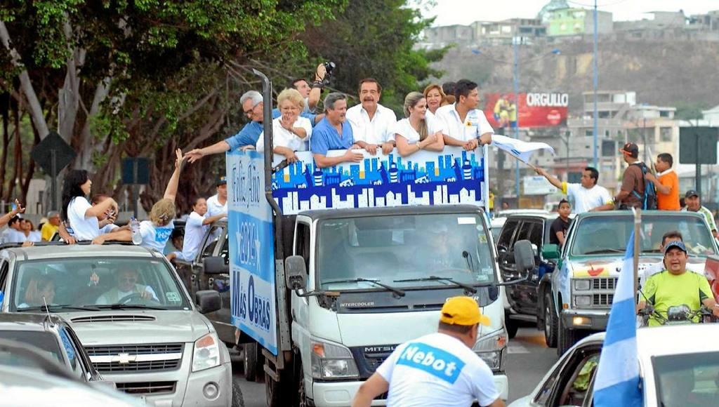 Jaime Nebot on a caravan.