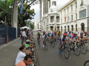 guayaquil-cyclists