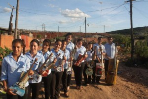 recycled-material-orchesta-paraguay-metallica