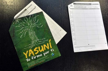 On the left: the format from the group Yasunidos. On the right: the correct format delivered by the CNE.
