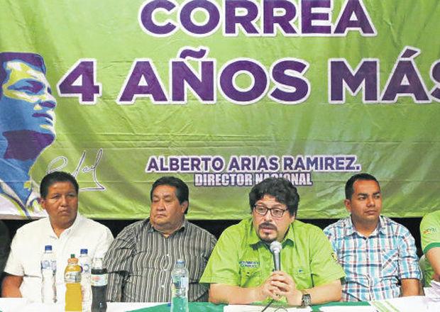 Alberto Arias (mid), leader of Conduce, insists on Correa's re-election.
