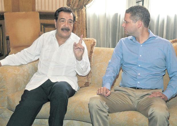 Mayor of Guayaquil, Jaime Nebot (left) and mayor of Quito, Mauricio Rodas.