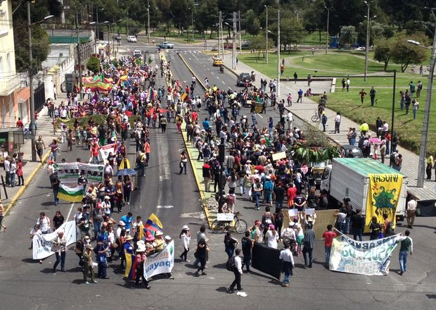Yesterday YASunidos marched to the CNE and delivered over 700.000 support signatures.