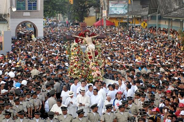 Over 500,000 worshipers attended the procession. (Author: Paul Tutiven Vélez @paultutiven)