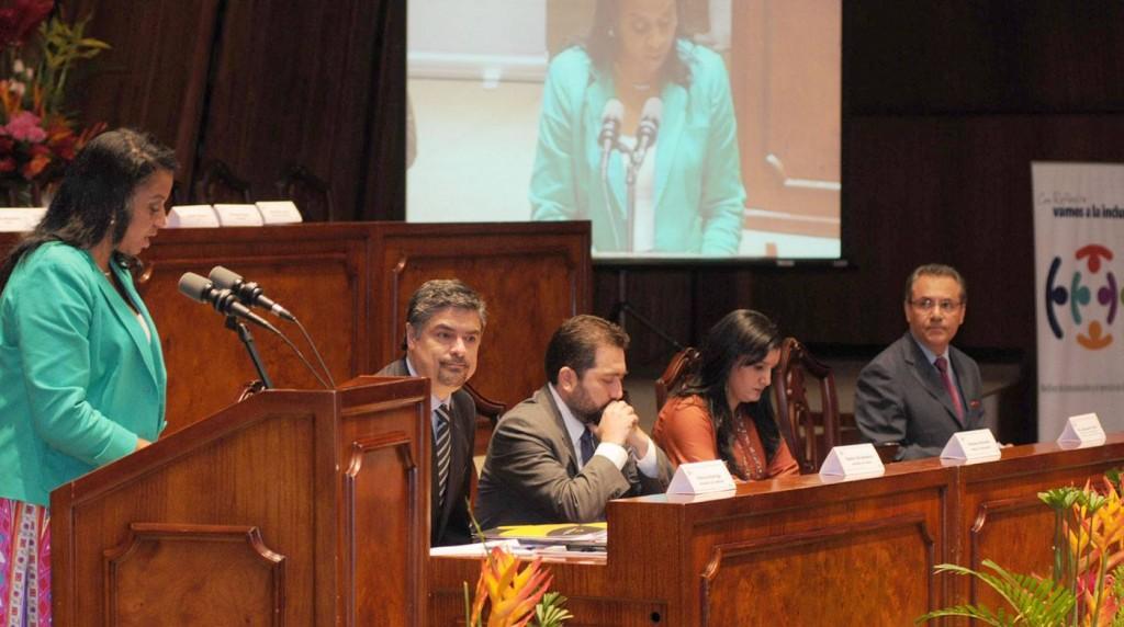 From left to right: Alexandra Ocles, Patricio Barriga, Ramiro Rivadeneira, Rosana Alvarado and Carlos Ochoa, meeting on last Wednesday.