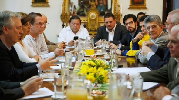 The MUD meets with the chancellors from UNASUR.