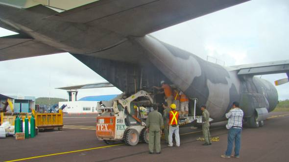 The equipment arrived yesterday on a C130 aircraft of the FAE to the Puerto Baquerizo Moreno airport in the San Cristobal island.
