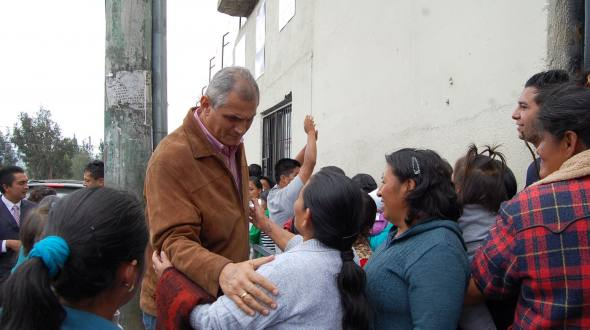 Fabricio Correa visited towns next to the Cotopaxi Prison.