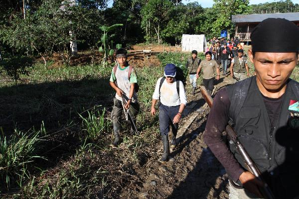 Gunman escorting Jimenez in the Sarayaku Community.