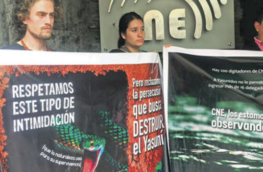 Pedro Bermeo (left) protesting outside the CNE on previous days.