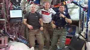 astronautas-ven-mundial-astronauts-watch-world-cup
