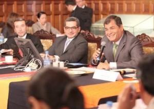 Vinicio Alvarado, Fernando Alvarado and President Rafael Correa. Photo: Andes Agency