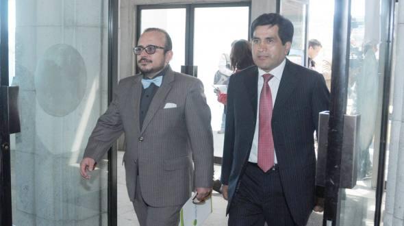 Carlos Figueroa's attorneys Milton Castillo (left) and Julio Sarango, attended the CNJ to file a habeas corpus.