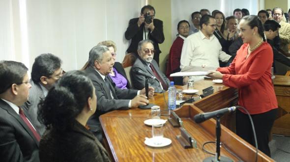 Last Thursday the Alianza PAIS block delivered the draft amendments to the CC.