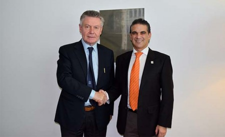 Ecuadorian Minister of Foreign Trade Francisco Rivadeneira (right), next to EU Trade Commissioner Karel De Gucht, at Brussels.