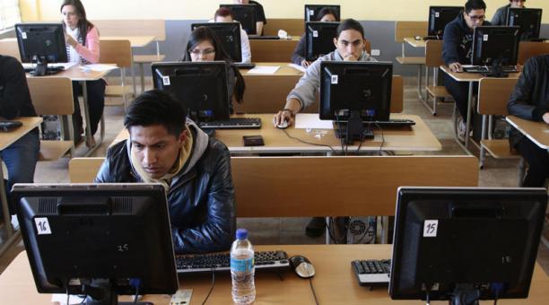 estudiantes-exaip-rindieron
