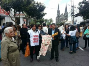 IESS former workers bled in the exteriors of the Zarzuela building in Quito, demanding their retirement payment.