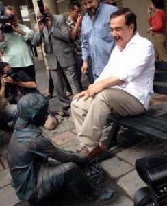 """Monument """"the shoe polisher"""" is one of the five statues installed along the Panama street."""