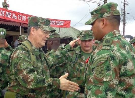 The colombian government awaits the release of Brigadier General Rubén Alzate. (left)
