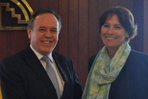 The representative of the European Union, Irene Horejs, and the Secretary General of the Andean Community of Nations, Pablo Guzman, exchanged experiences between the EU and the Andean Community.
