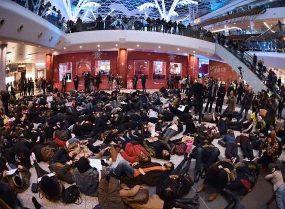 Protesters at a mall by the Garner's death. AFP