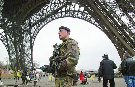 Francia-10000-soldados-seguridad-buscar-complices-ataques-terroristas