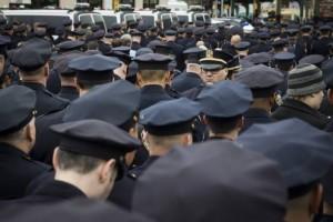 policia-dan-espalda-alcalde-nueva-york-ap