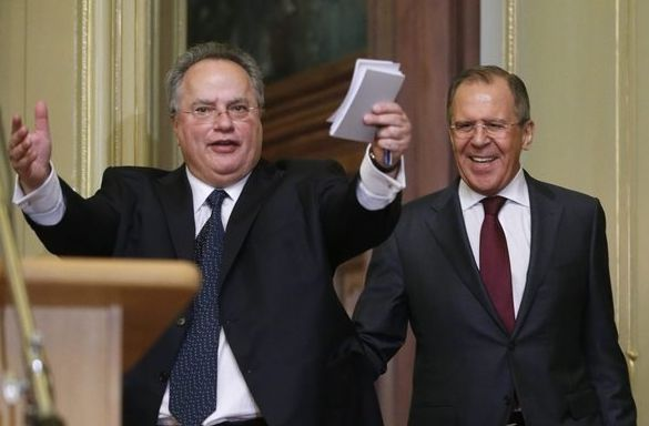 The Russian Foreign Minister Sergey Lavrov, (d) and his Greek counterpart Nikos Kotzias. EFE