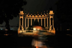 The city of Guayaquil joined the Earth Hour, leaving its most iconic sites in darkness.