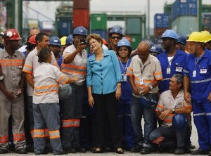 Brazil's President Dilma Rousseff poses with workers during the inauguration ceremony of the Porto do Futuro (Port of Future), a new area of Rio de Janeiro's port