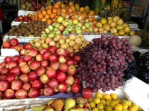 Prices of imported fruits have risen by 30% according to market traders of Guayaquil