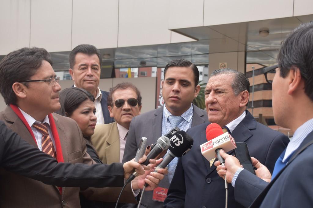 FIRMAS-ADELANTE-ECUATORIANO-ECUATORIANO-EECUADORTIMES-ECUADORNEWS