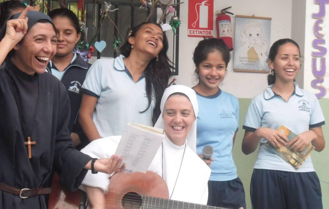 RELIGIOSA-TERREMOTO ECUADOR-ECUADORTIMES-ECUADORNEWS