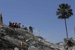 Rescue workers search for survivors at the Royal Hotel that collapsed during the earthquake in Pedernales, Ecuador, Tuesday, April 19, 2016. The strongest earthquake to hit Ecuador in decades flattened buildings and buckled highways along its Pacific coast, sending the Andean nation into a state of emergency. (AP Photo/Dolores Ochoa) -----