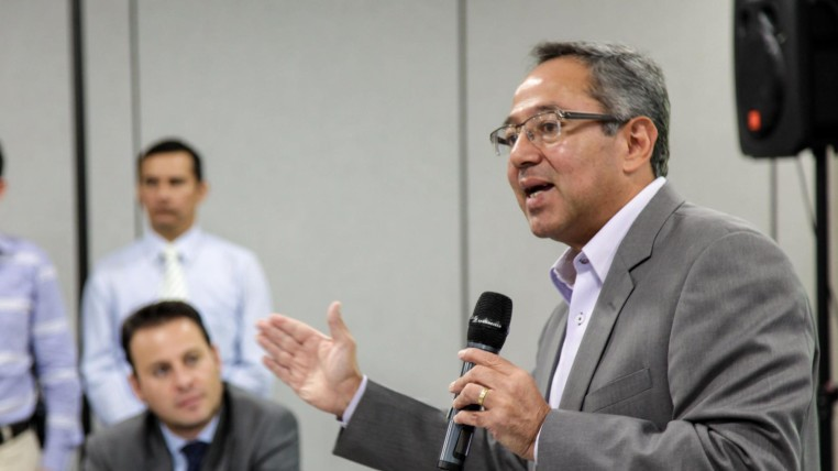 MINISTRO EDUACION-ECUADORTIMES