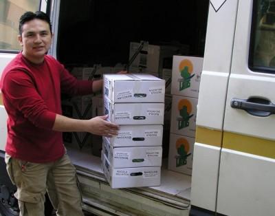 inmigrante-ecuatoriano-trabajando-ECUADORTIMES