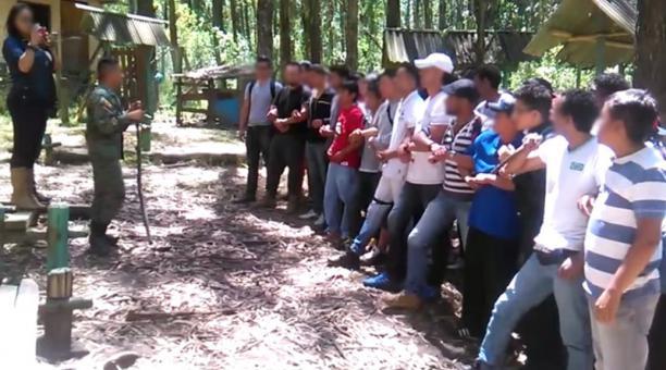 militares entreando civieles-ecuadortimes